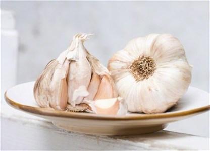Как избавиться от запаха чеснока изо рта быстро: 5 способов